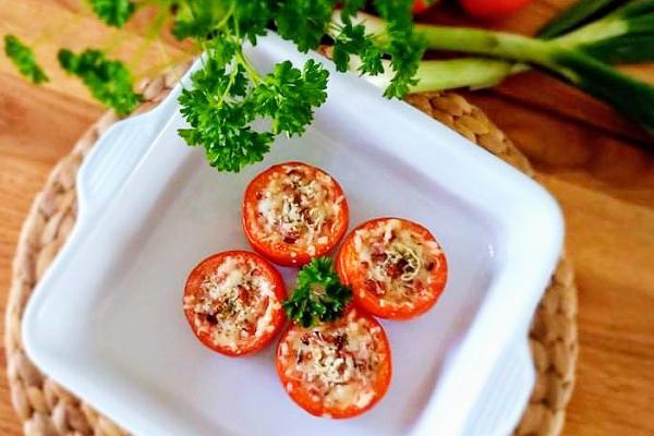 Zapečená rajčata se sýrem a šunkou